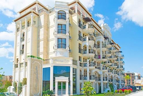 ekskluzywny apartamentowiec w Bułgarii, w którym znajduje się oferowany na sprzedaż luksusowy apartament