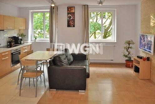 nowoczesny salon w luksusowym apartamencie do sprzedaży w Toruniu