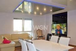 zdjęcie prezentuje salon w luksusowym apartamencie na sprzedaż w okolicach Katowic