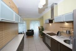 nowoczesna kuchnia w ekskluzywnym apartamencie do wynajmu w Katowicach