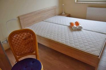 widok na sypialnię w ekskluzywnym apartamencie w Katowicach na wynajem