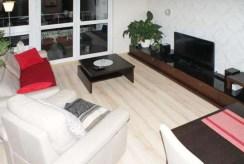 komfortowo wyposażony u umeblowany salon w ekskluzywnym apartamencie do wynajmu w Szczecinie