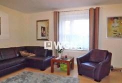 na zdjęciu komfortowy salon w ekskluzywnej willi do sprzedaży w Słupsku