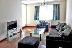 widok z innej perspektywy na ekskluzywny salon w luksusowym apartamencie do wynajmu w Szczecinie