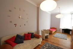 elegancki salon w ekskluzywnym apartamencie do wynajmu w Szczecinie