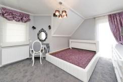 elegancka, przytulna sypialnia w luksusowej willi w Tarnowie na sprzedaż