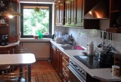komfortowa, umeblowana kuchnia w luksusowej willi na sprzedaż w okolicach Piotrkowa Trybunalskiego