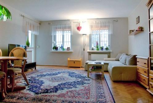 komfortowy salon w ekskluzywnym apartamencie do sprzedaży w Łodzi