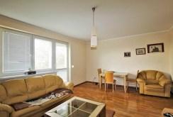 widok z innej perspektywy na ekskluzywny salon w luksusowym apartamencie do sprzedaży w Szczecinie
