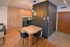 jadalnia oraz kuchnia w luksusowym apartamencie w Białymstoku na wynajem
