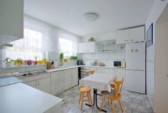 stylowa, komfortowa kuchnia znajdująca się w luksusowej willi do sprzedaży w okolicy Legnicy