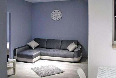 stylowy salon w luksusowym apartamencie do wynajmu w Katowicach