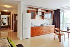 komfortowa kuchnia w luksusowym apartamencie do wynajmu w Szczecinie