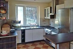 komfortowa, nowoczesna kuchnia w luksusowej willi do sprzedaży w okolicach Łodzi