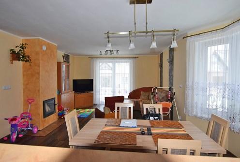 nowoczesny salon w ekskluzywnej willi do sprzedaży w okolicach Białegostoku