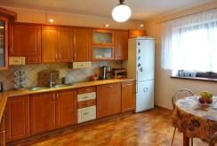 umeblowana, komfortowa kuchnia w luksusowej willi do sprzedaży w okolicach Grudziądza