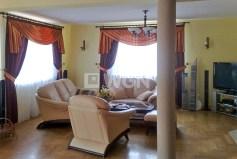 komfortowy salon w luksusowej willi do sprzedaży w okolicach Katowic