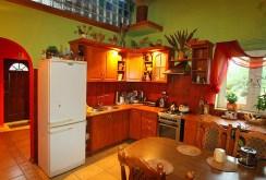 umeblowana, komfortowa kuchnia w luksusowej willi do sprzedaży w okolicy Łodzi