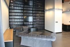 fragment nowoczesnego salonu w luksusowym apartamencie do sprzedaży w Katowicach