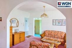 fragment komfortowego salonu w ekskluzywnej willi do sprzedaży na Mazurach