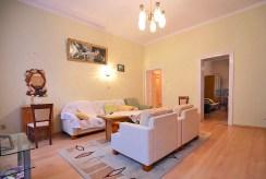 widok z innej perspektywy na salon w luksusowym apartamencie do sprzedaży w Szczecinie