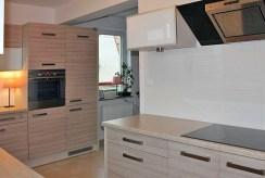 nowocześnie urządzona kuchnia w ekskluzywnym apartamencie w Szczecinie na sprzedaż
