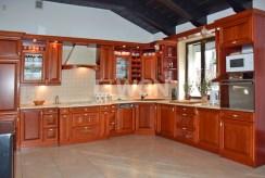 zabudowana i umeblowana kuchnia w ekskluzywnej willi w Słupsku na sprzedaż