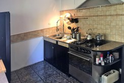 zdjęcie prezentuje kawałek kuchni w luksusowej willi w okolicach Łodzi na sprzedaż