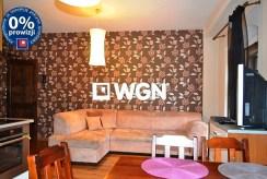na zdjęciu salon w luksusowym apartamencie w Bolesławcu na sprzedaż