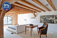 jeden z pokoi w luksusowym apartamencie do sprzedaży w Inowrocławiu