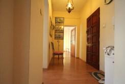na zdjęciu prestiżowy przedpokój w ekskluzywnym apartamencie do sprzedaży w Szczecinie