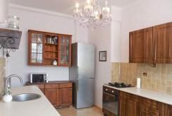 na zdjęciu umeblowana kuchnia w luksusowym ap[apartamencie w Szczecinie na sprzedaż