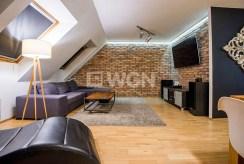 jedno z ekskluzywnie wyposażonych pokoi w luksusowym apartamencie w okolicach Katowic na sprzedaż