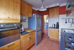 umeblowana i urządzona kuchnia w ekskluzywnym apartamencie w okolicach Legnicy na sprzedaż