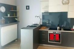 zdjęcie prezentuje luksusową kuchnię w ekskluzywnym apartamencie w Katowicach na wynajem