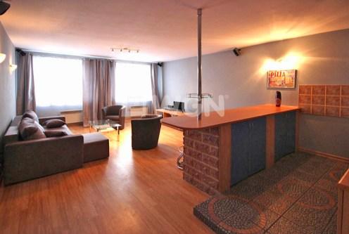 przestronne wnętrze salonu w ekskluzywnym apartamencie do sprzedaży w Szczecinie