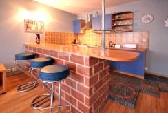 na zdjęciu stylowy aneks kuchenny w luksusowym apartamencie w Szczecinie na sprzedaż