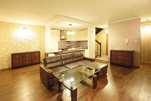 nowoczesny salon w ekskluzywnym apartamencie do wynajęcia w Suwałkach