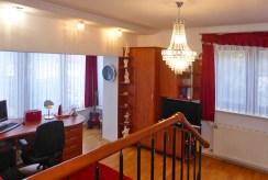 zdjęcie prezentuje fragment ogrodu za luksusową willą do sprzedaży w Starogardzie Gdańskim