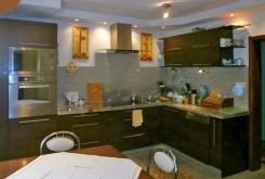 urządzona i umeblowana kuchnia w luksusowej willi w okolicach Zakopanego na sprzedaż