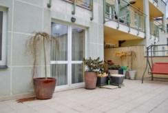 zdjęcie prezentuje ogromny taras przy ekskluzywnym apartamencie w Gdyni na sprzedaż