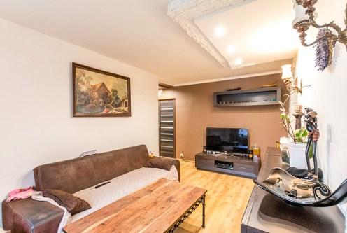komfortowy salon w ekskluzywnym apartamencie do sprzedaży w Szczecinie