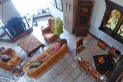 widok z góry na luksusowy salon w ekskluzywnej willi do sprzedaży w Piotrkowie Trybunalskim