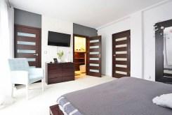 zaciszna, prywatna sypialnia w luksusowej willi w okolicach Warszawy na wynajem