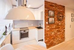 zbliżenie na kuchnię w luksusowym apartamencie w Kaliszu na sprzedaż
