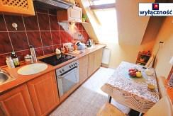 fragment umeblowanej i zabudowanej kuchni w ekskluzywnym apartamencie w Szczecinie na sprzedaż