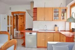 stylowa kuchnia w luksusowym apartamencie do wynajmu w Słupsku