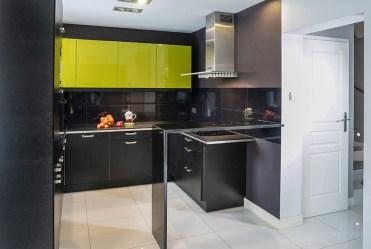 nowoczesna i umeblowana kuchnia w luksusowej willi w Białymstoku na sprzedaż