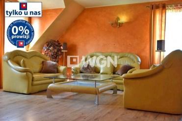 widok z innej perspektywy na luksusowy salon w ekskluzywnej willi do sprzedaży w Legnicy