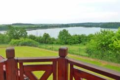widok z tarasu luksusowej willi w okolicach Kwidzyna na malowniczą okolicę
